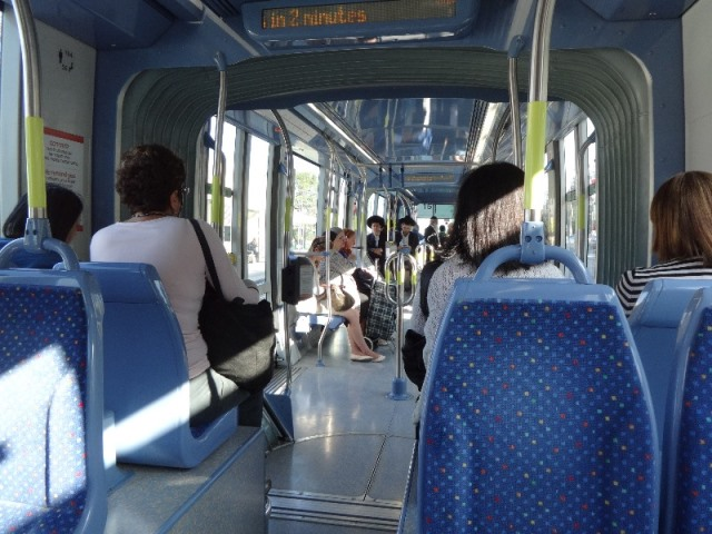 Трамвай очень удобен.